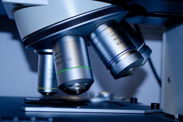 Zdjęcie głowicy mikroskopu