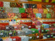 Regały z cukierkami
